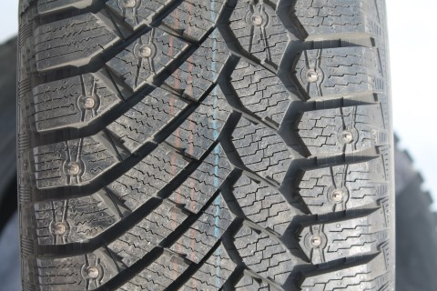 235 60 R17 106T Continental ContiIceContact 4x4